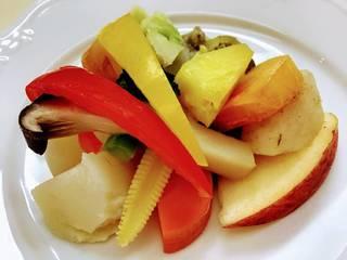 彩り温野菜のサラダ、パルメザンチーズと生塩麹のドレッシング