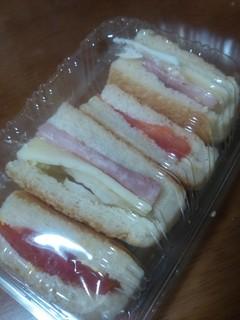 平焼きパンのハムタマゴサンド