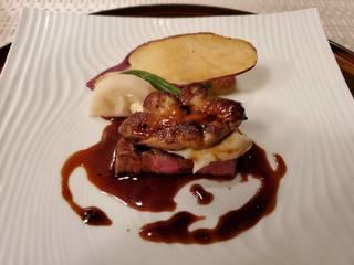 牛フィレ肉のポアレ フォアグラ添え トリュフソース