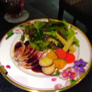 コースの冷製鶏料理