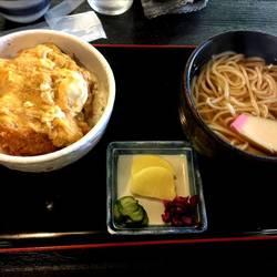 ミニ丼とミニ【うどん・そば】セット(かつ丼と暖かいうどん)