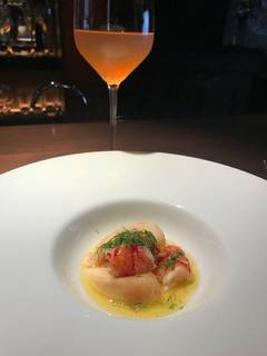オマール海老と桃のサラダ