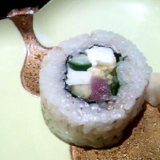 鮪とアボカドのロール寿司