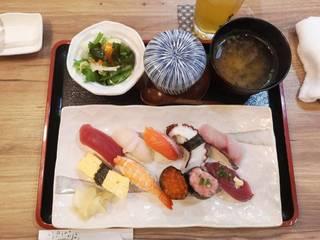 お寿司10貫ランチ