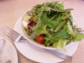 朝摘み野菜のミニハーブサラダ