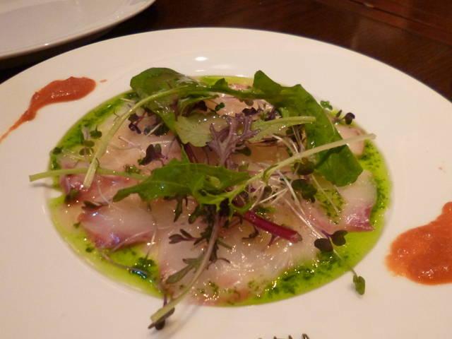真鯛のカルパッチョ パプリカのヴィネグレットを添えて