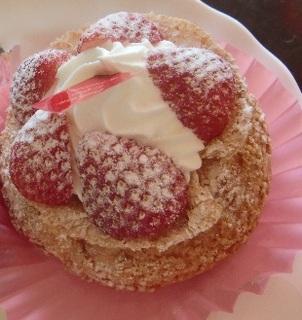 大粒苺のシュークリーム