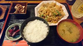 鶏皮と豚ホルモンの炒め定食
