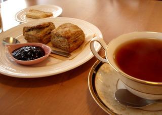 スコーンと紅茶のセット