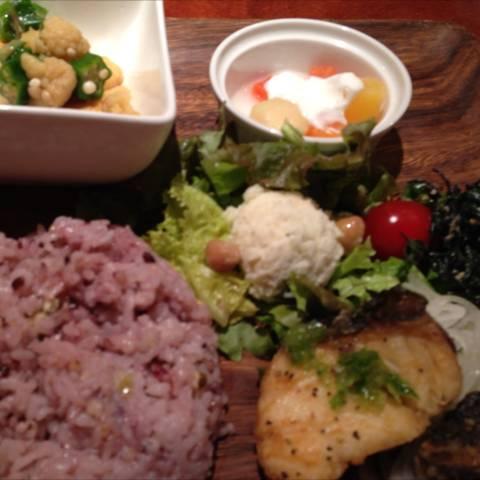新鮮 本日の焼き魚ランチ