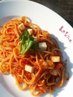 キノコとモッツァレラチーズのスパゲッティ