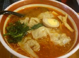 辛いワンタン麺