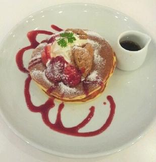 苺のミルフィーユパンケーキ