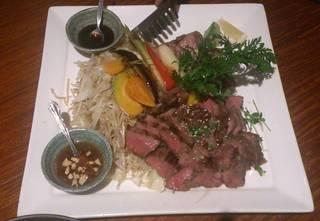 群馬県産黒毛和牛「赤城和牛イチボ」と彩り野菜の鉄板焼き