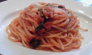 モッツラレラとトマトのパスタ