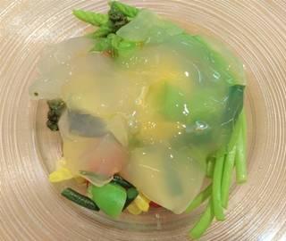 天然鯛と海藻サラダ 筍の香りの蛤のジュレ