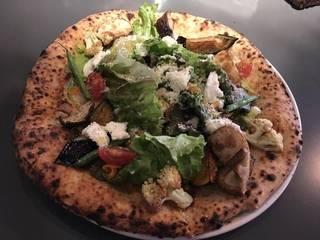 奈良地場野菜のピザ