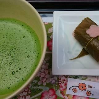 抹茶(季節限定桜餅付き)
