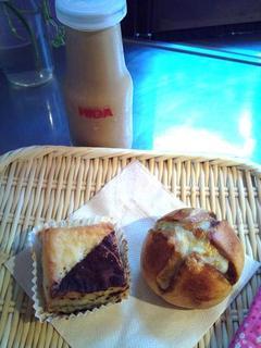 本日のカレー丸パン