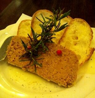 清流鶏とフォアグラのレバーパテパンチップス添え