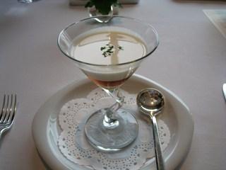 コンソメとジャガイモの冷製スープ