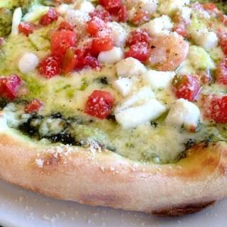 海の幸のジェノバ風ピザ