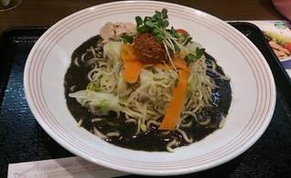 黒酢黒胡麻冷麺