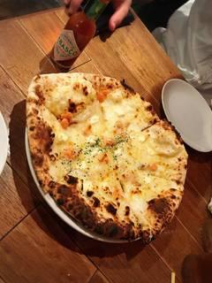 サーモンとクリームチーズのピザ