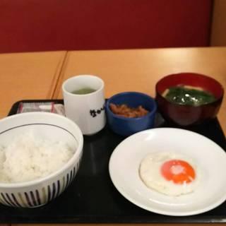 目玉焼き牛小鉢朝定食