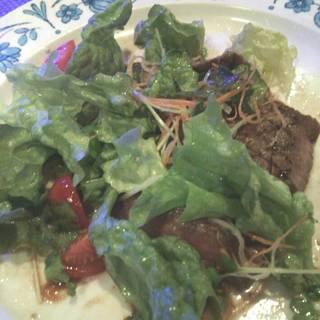 和牛モモ肉の和風焼きサラダ