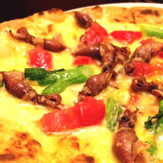ホタルイカと青菜のピザ