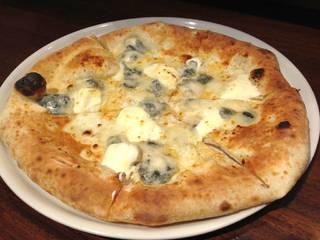四種チーズのピッツァ