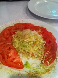 スパイシートマトサラダ