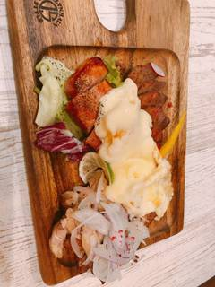ガーデン肉盛り3種 (鶏、ベーコン、牛ハラミ)ラクレットチーズかけ