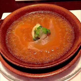 コニッシュジャックの姿煮と燕の巣 コラーゲン入り宮廷式ブラウンスープ 陶板スタイルで