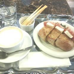 ベーコンとカマンベールのフランスパン