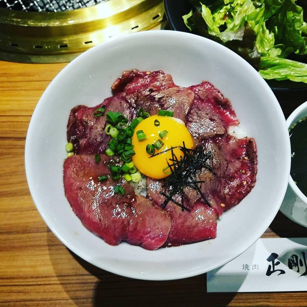 炙りロース丼