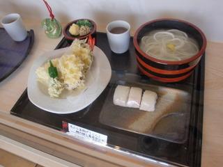 天ぷら釜揚げうどんと鯛の押し寿司セット
