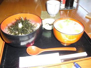 寄せ豆腐の丼と豚汁のセット