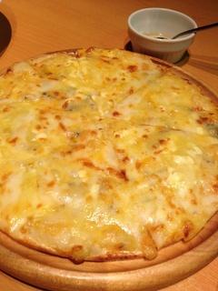 6種のチーズピザ ~蜂蜜の香~