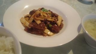 牛肉とキノコの炒め物