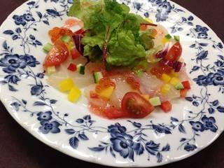 真鯛とイクラのカルパッチョ サラダ仕立て