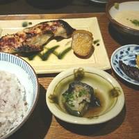 銀ダラ西京漬け麦とろ定食