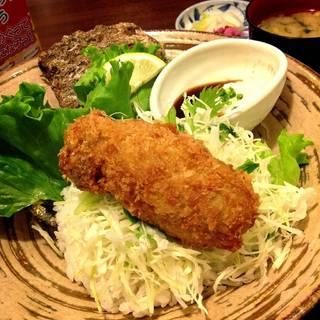 メガデカ岩かきフライハッピー丼