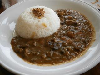 三田牛すじ肉使用の特製カレーライス