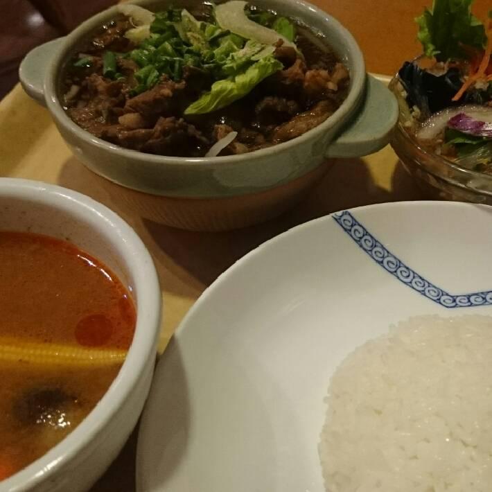 ランチ 牛すじの煮込みCセット(ライス・ミニトムヤンクン)+春雨サラダ