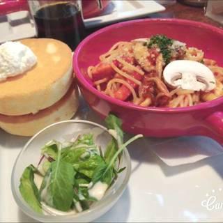 たっぷりきのことモッツァレラチーズのトマトソース