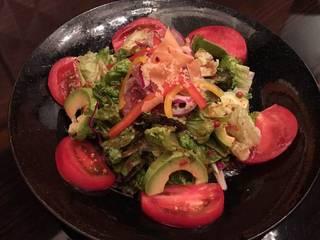 完熟トマトアボカドと生ハムのイタリアサラダ