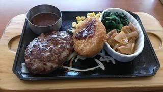 日替り(手ごねハンバーグ&牛肉コロッケとチリチキン)