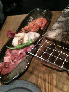牛肉と魚介の岩塩焼き